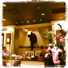 Photo taken at Abercrombie & Fitch by Giancarlo G. on 11/7/2011
