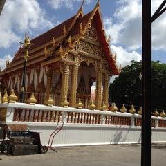 Photo taken at วัดเทพลีลา พระอารามหลวง (Wat Thep Leela) by Amy S. on 7/21/2012