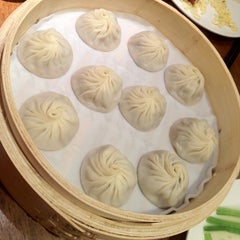 Photo taken at Din Tai Fung 鼎泰豐 by Noddy F. on 6/27/2012