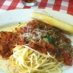 Photo taken at Italianni's Pasta, Pizza & Vino by Jose Alfredo G. on 6/11/2012