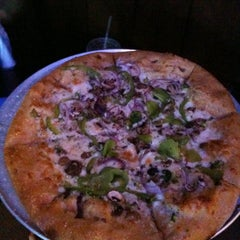 Photo taken at Mellow Mushroom Pizza Bakers by Mitch B. on 9/3/2011