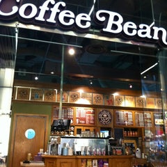 Photo taken at The Coffee Bean & Tea Leaf by Nicolas B. on 8/21/2012
