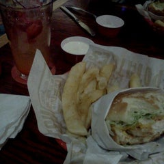 Photo taken at Red Robin Gourmet Burgers by Kelly J. on 4/18/2011