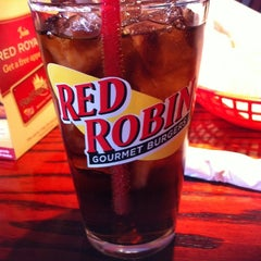 Photo taken at Red Robin Gourmet Burgers by John B. on 8/21/2011
