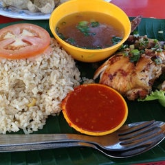 Photo taken at Nasi Ayam Madu Selera Qaseh by Tun Teja T. on 6/2/2012