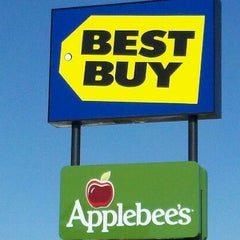 Photo taken at Best Buy by Phillip E. on 11/9/2011