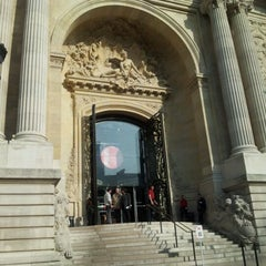 Photo taken at Palais de la Découverte by Lilfa N. on 3/23/2012