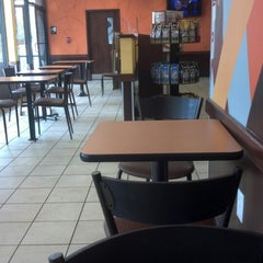 Photo taken at Dunkin' Donuts by Reinaldo D. on 8/17/2012