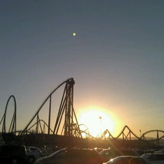 Photo taken at Six Flags Magic Mountain by Cean H. on 8/13/2012
