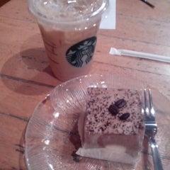 Photo taken at Starbucks by Junne D. on 9/9/2012