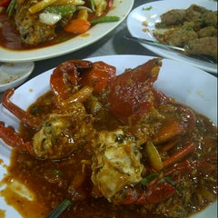 Photo taken at Wajir Seafood by EMY on 9/12/2012
