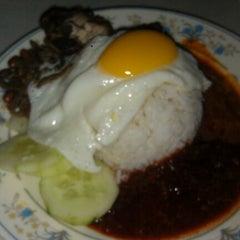 Photo taken at Restoran Uma Rani by Amy C. on 5/26/2012