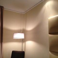 Photo taken at Cosmopolitan Hotel by Panthip P. on 1/24/2012