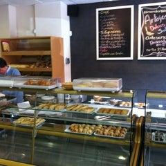Photo taken at Antojos Araguaney Gourmet by Tulio H. on 2/27/2011