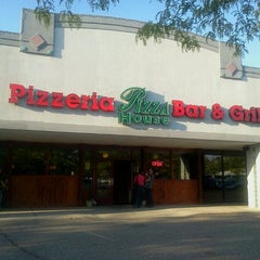 Photo taken at Pizza House by J S. on 9/21/2011