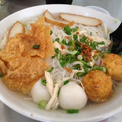 Photo taken at 同乡美食坊 by Vicky on 6/22/2012