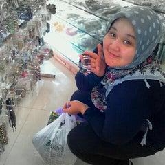 Photo taken at Toko Permata Kalimantan's by Dien H. on 1/22/2012