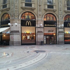 Photo taken at McDonald's by Hirotsugu U. on 10/31/2011