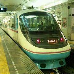 Photo taken at 小田急 新宿駅 2-3番線ホーム by TOMOTETSU on 11/23/2011