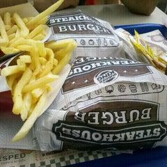 Photo taken at Burger King by Exequiel P. on 1/30/2012