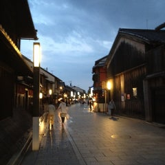 Photo taken at 祇園四条駅 (Gion-shijo Sta.)(KH39) by 狭山 透. on 5/6/2012