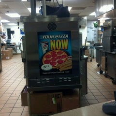 Photo taken at Taco Bell by Rick T. on 11/1/2011