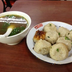 Photo taken at 小杨生煎 | Yang's Fry Dumplings by Osamu S. on 11/26/2011