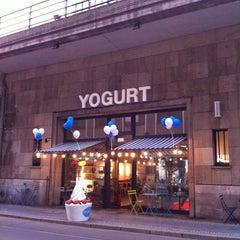 Photo taken at Wonderpots Frozen Yogurt by Sven A. on 9/21/2011