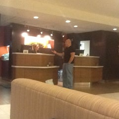 Photo taken at Courtyard Marriott by Diego A. on 4/9/2012