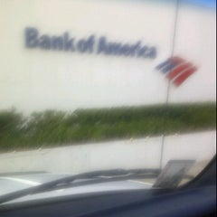 Photo taken at Bank of America by Morris C. on 11/22/2011