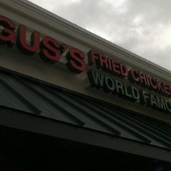Photo taken at Gus' World Famous Fried Chicken by Krishna D. on 11/26/2011