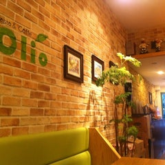 Photo taken at 올리오 (Olio) by Charlie S. on 5/1/2011