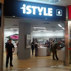 Photo taken at iSTYLE Mammut by Gabor A. on 5/11/2012