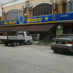 Photo taken at Restoran Al-Rafi Bistro by Wan T. on 3/24/2012