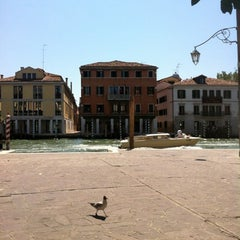 Photo taken at Vaporetto 4.2 To Murano by Hartmut K. on 7/30/2012