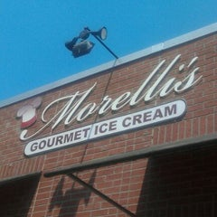 Photo taken at Morelli's Gourmet Ice Cream by Andrew S. on 5/22/2011