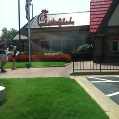 Photo taken at Chick-fil-A by Ed W. on 8/1/2012