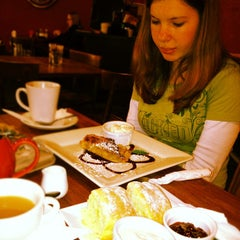 Photo taken at Katoomba St Cafe by Roger L. on 7/2/2012