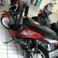 Photo taken at Honda Semoga Jaya by EvaVidya S. on 10/14/2011