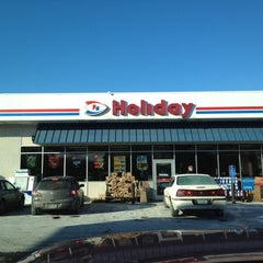Photo taken at Holiday Station Store by Gus H. on 1/18/2012