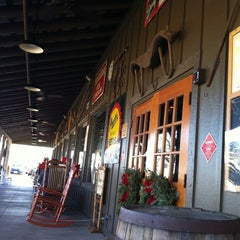 Photo taken at Cracker Barrel Old Country Store by Rodrigo G. on 12/31/2011