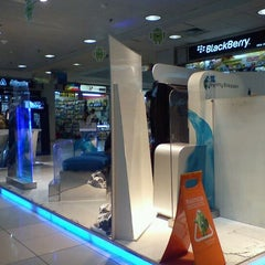 Photo taken at Istana Bandung Electronic Center (BEC) by fredo s. on 10/24/2011