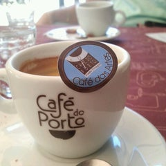 Photo taken at Café do Porto by Luciana D. on 12/15/2011