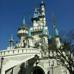 Photo taken at 롯데월드 (LOTTE WORLD) by Clara S. on 2/27/2012