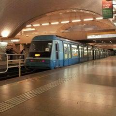Das Foto wurde bei Metro La Cisterna von Cristopher Z. am 11/4/2011 aufgenommen