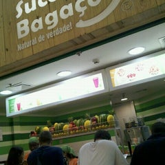 Photo taken at Suco Bagaço by Ricardo P. on 1/12/2012