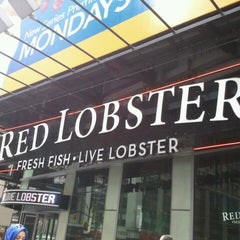 Photo taken at Red Lobster by NYCDiva on 9/5/2011