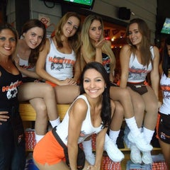 Photo taken at Hooters by Jorge H. on 8/19/2011