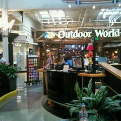 Photo taken at Gurnee Mills by Taric A. on 8/27/2011