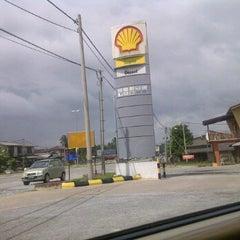 Photo taken at Shell rhu rendang by Muhammad F. on 12/10/2011